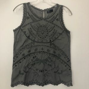 GAP GRAY EMBROIDERED CUT OUT TOP